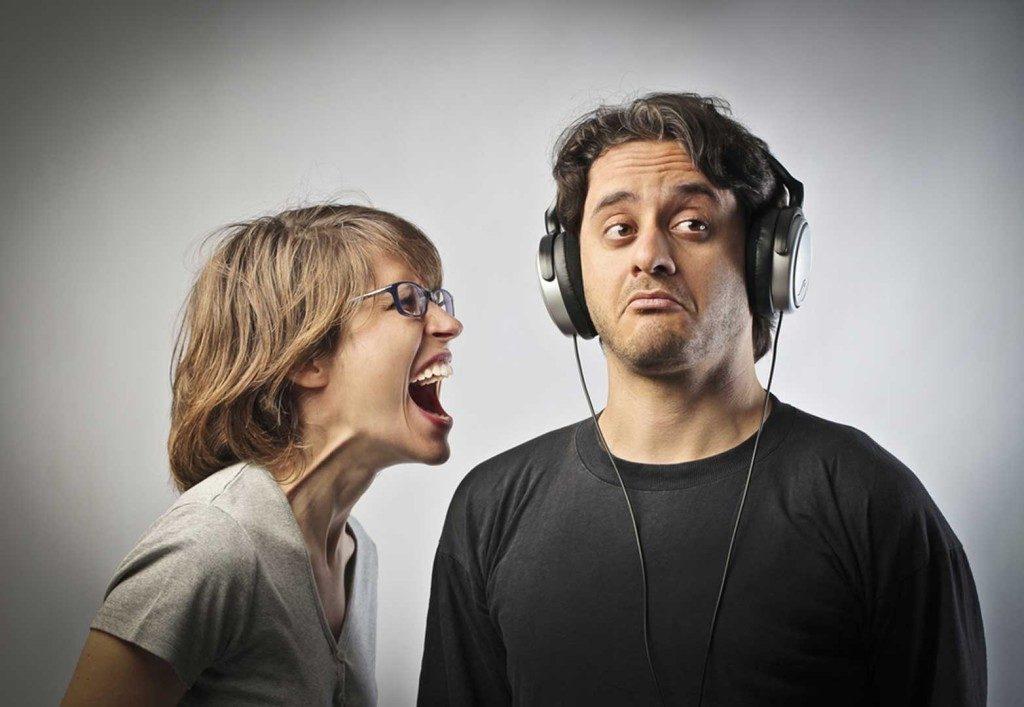 donna grida a uomo