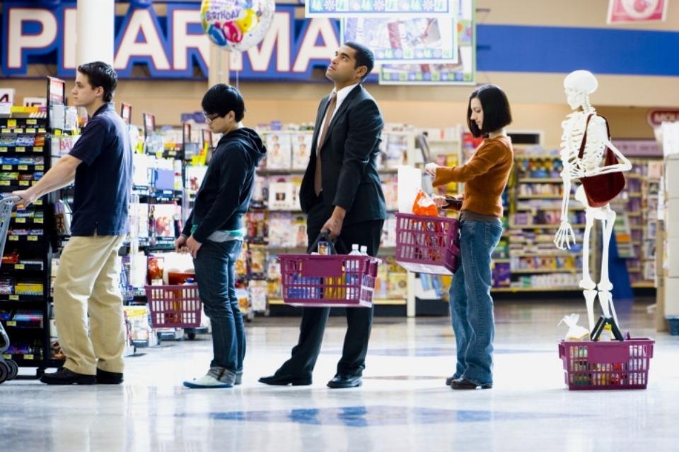 Come scegliere la fila più rapida al supermercato?