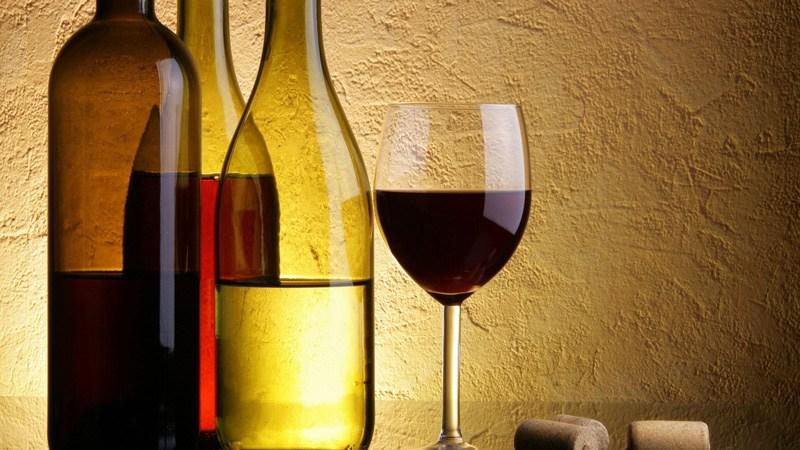 """Come le etichette dei vini ci """"ingannano"""" per farci sembrare che il gusto sia migliore"""