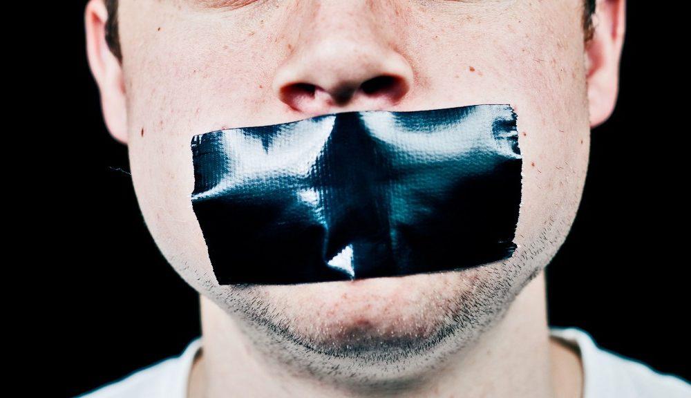 Smettere di parlare a qualcuno come punizione