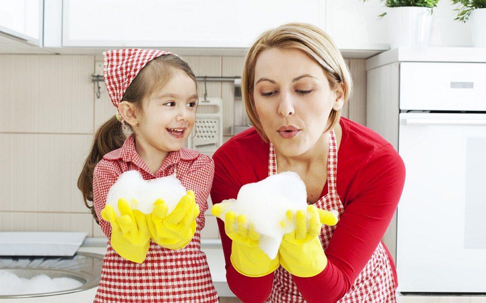Mom shaming: Il fenomeno che trasforma madri reali in cattive madri