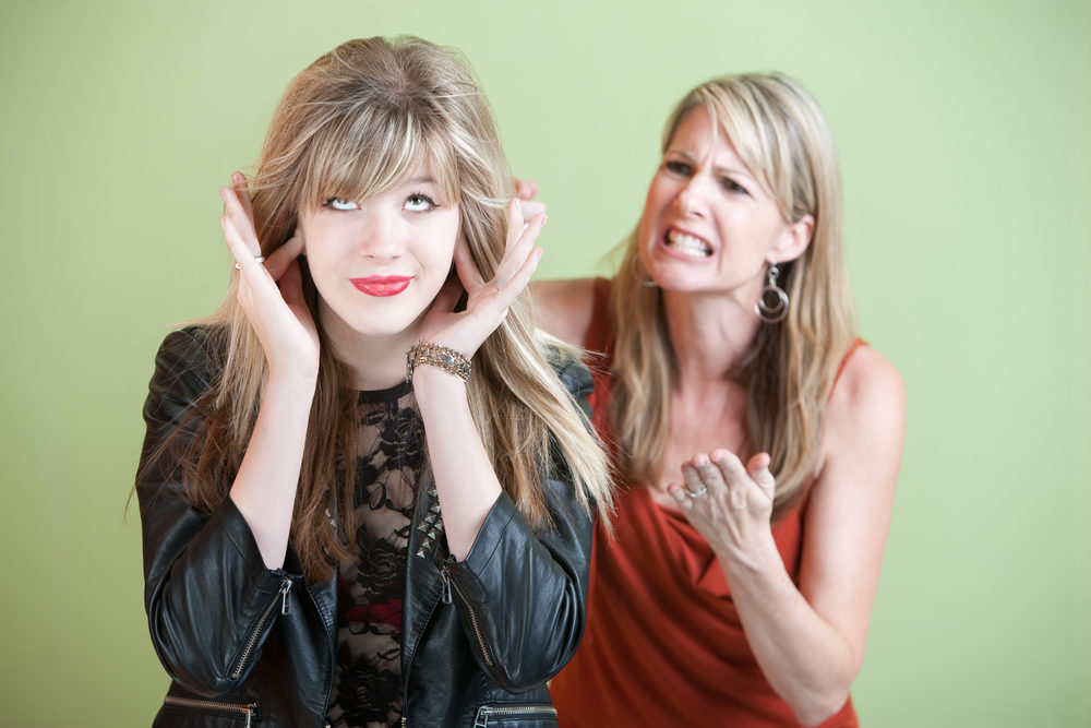 Il cervello degli adolescenti si sconnette quando ascolta le critiche della madre