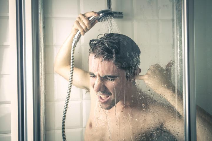Perché dovresti cantare sotto la doccia?