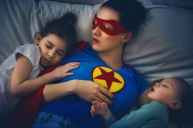 Madri esaurite: Prendersi cura dei propri figli può risultare più pesante che andare al lavoro