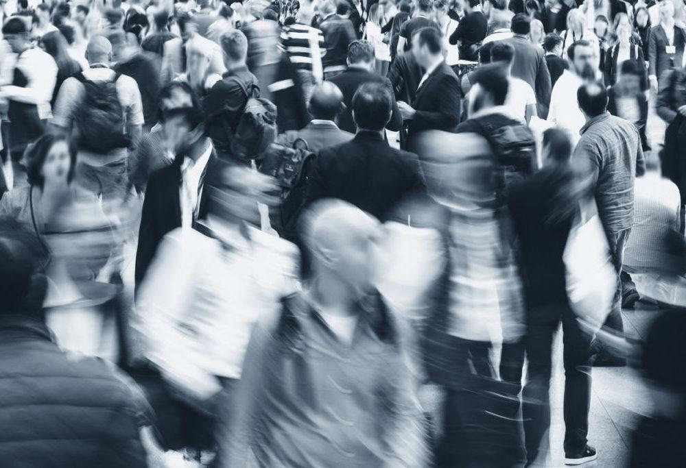 Non ci liberiamo dalle convenzioni disprezzandole, ma evitando di essere ingannati da esse, secondo Alan Watts